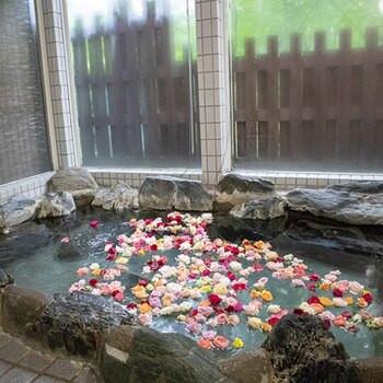 那須高原の森にたたずむ、新鮮な貸切バラ風呂2205740