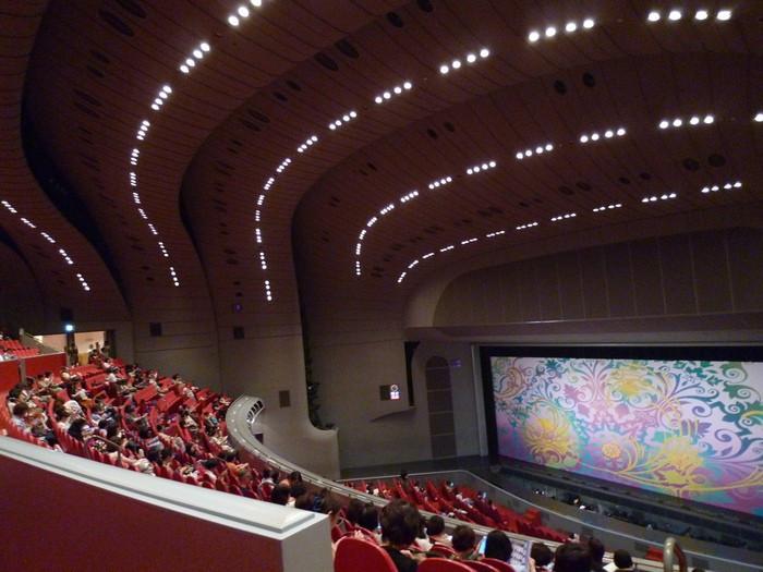 こちらで観光♪宝塚歌劇団の本拠地「宝塚大劇場」2205812