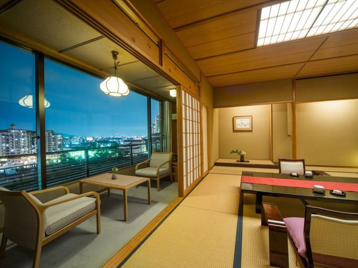 宝塚市街の夜景と、癒しのバラ風呂2205816